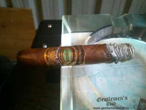 Alec Bradley Retreat Robusto-2