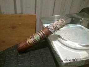 Alec Bradley Retreat Robusto-3