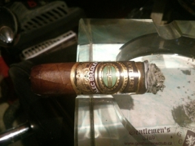 Alec Bradley Retreat Robusto-4