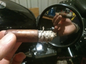Alec Bradley Retreat Robusto-6