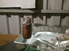 Alec Bradley Retreat Robusto-8