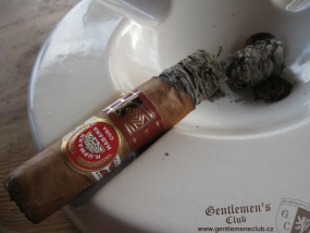H. Upmann Royal Robusto