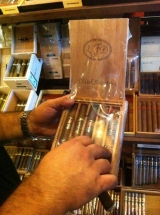 Corona Cigar Company & Avo Lounge – Heathrow